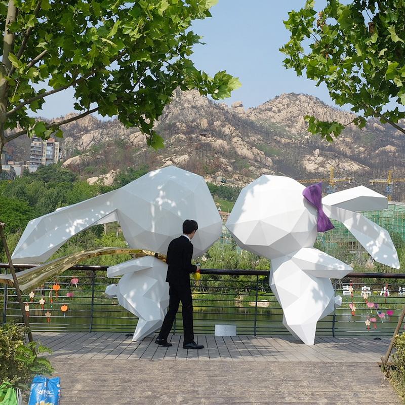 商场美陈:玻璃钢商场美陈摆件已经成为不可或缺的一部分!