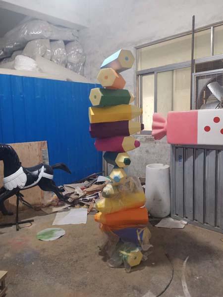 玻璃钢创意仿真卡通铅笔雕塑幼儿园校区商场游乐园装饰美陈摆件