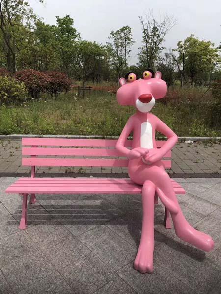 卡通潮流玩偶粉红豹摆件玻璃钢雕塑商场门口步行街网红打卡地美陈