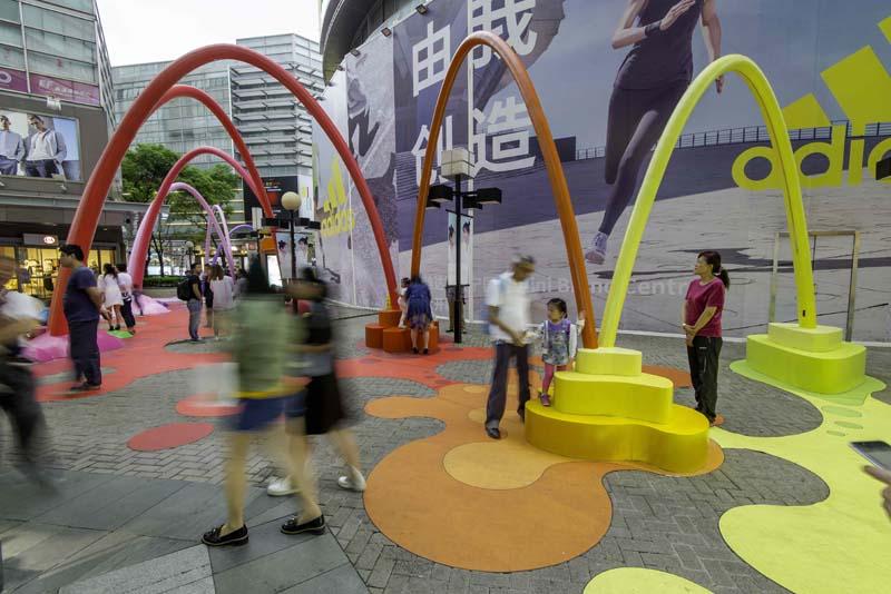 大型彩虹拱门摆件商业街美陈户外不锈钢雕塑定制