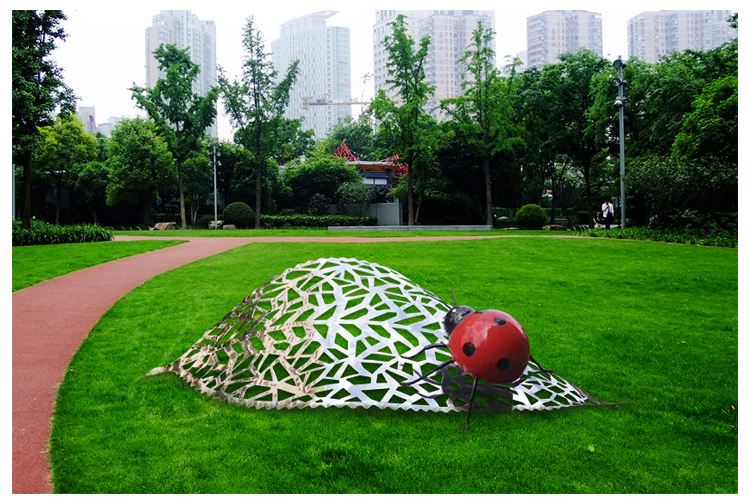 不锈钢树叶雕塑七星瓢虫广场草坪造景创意装饰摆件
