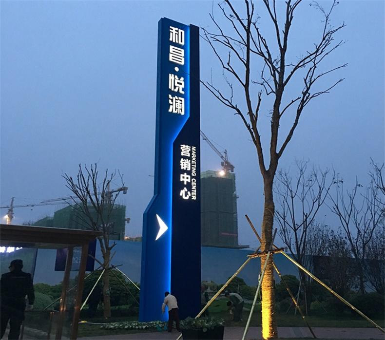 户外精神堡垒景区导视标识村牌停车场导示牌广场价值观雕塑导向牌