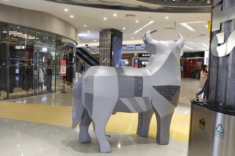 镇江万达广场玻璃钢商场美陈,美的搭配组合!